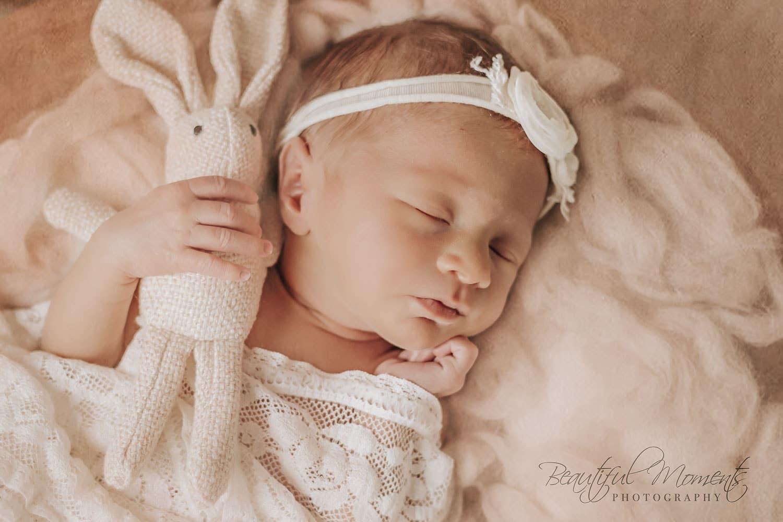 Newborn fotografie door Sophie Adam, met oog voor de kleinste details. Vereeuwig dit moment met newbornfoto's
